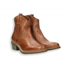 Brown calf texas low boot heel 35 mm. rubber sole