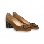 Tobacco suede squared clamp zebra heel 50 mm.